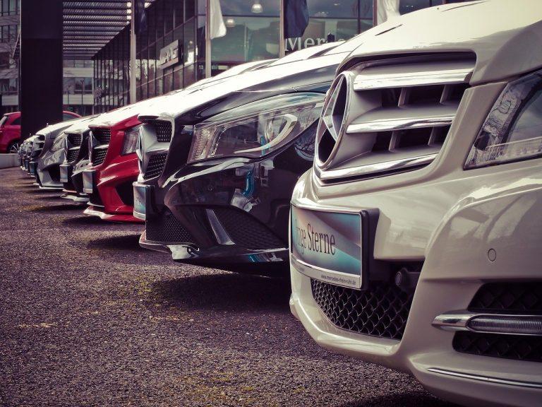 Tips Mengatur Cicilan Mobil dengan Gaji UMK/UMR
