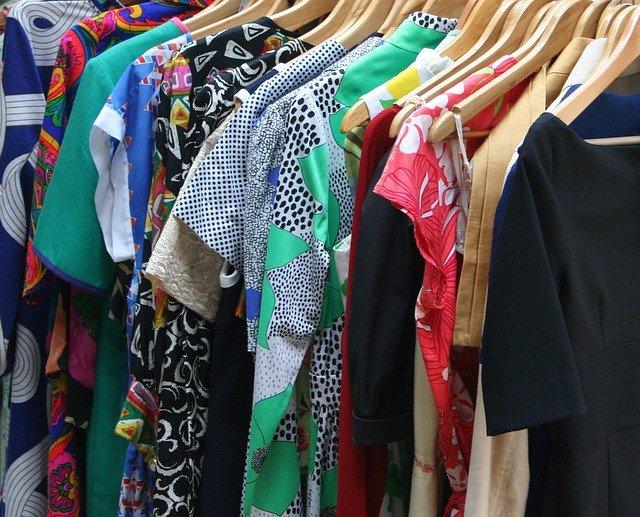10 Merk Baju Terkenal di Indonesia Kekinian dengan Koleksi Terbaru