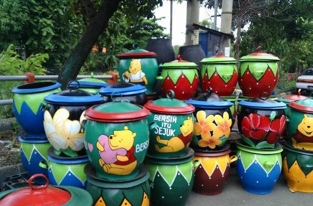 Ban Bekas Untuk Dijadikan Tong Sampah